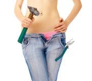 Muchacha atractiva con los alicates del ANG del martillo Fotografía de archivo libre de regalías