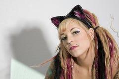 Muchacha atractiva con los tatuajes Imagenes de archivo