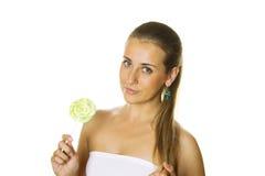Muchacha atractiva con un lollipop Imagen de archivo libre de regalías
