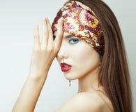 Muchacha atractiva de la belleza con los labios y los clavos rojos Provocativo componga Mujer de lujo con los ojos azules Retrato Imagen de archivo