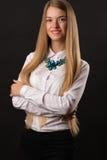 Muchacha atractiva del adolescente del retrato en la camisa blanca Fotos de archivo