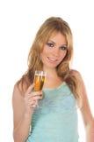 Muchacha atractiva del blondie con el vidrio de vino a disposición imagen de archivo