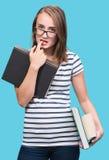 Muchacha atractiva del estudiante en vidrios con los libros Imagenes de archivo