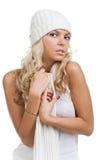 Muchacha atractiva del invierno con la bufanda y en el sombrero blanco Fotografía de archivo