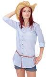 Muchacha atractiva del redhead con el sombrero de paja, aislado Fotos de archivo
