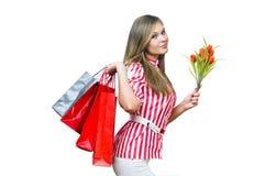 Muchacha atractiva después de hacer compras Imagen de archivo libre de regalías