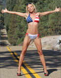 Muchacha atractiva en bikini Foto de archivo