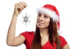 Muchacha atractiva en copo de nieve rojo del asimiento de la alineada Imágenes de archivo libres de regalías