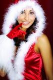 Muchacha atractiva en nieve que sopla del paño de santa de las manos. Fotos de archivo