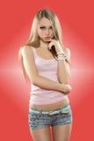 Muchacha atractiva en pantalones cortos Imagen de archivo