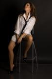 Muchacha atractiva en una silla Fotos de archivo libres de regalías