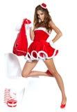 Muchacha atractiva hermosa que desgasta la ropa de Papá Noel Imagen de archivo libre de regalías