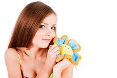 Muchacha atractiva joven con la flor Imagen de archivo libre de regalías