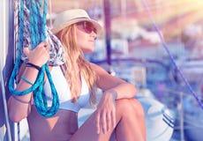 Muchacha atractiva joven del marinero Foto de archivo