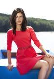 Muchacha atractiva linda en alineada roja Imagen de archivo libre de regalías