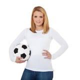 Muchacha atractiva que sostiene el balón de fútbol fotografía de archivo