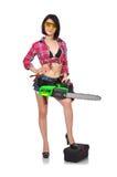 Muchacha atractiva que sostiene la motosierra Imagen de archivo