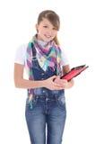Muchacha atractiva que sostiene la PC de la tablilla sobre blanco Fotos de archivo libres de regalías