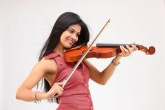 muchacha atractiva que toca el violín Imágenes de archivo libres de regalías