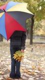 Muchacha bajo el paraguas Fotos de archivo
