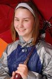 Muchacha bajo el paraguas rojo Imágenes de archivo libres de regalías