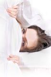 Muchacha bajo la manta Foto de archivo libre de regalías