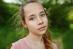 Muchacha bastante adolescente al aire libre Fotografía de archivo libre de regalías