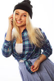 Muchacha bastante adolescente con el teléfono elegante Fotos de archivo libres de regalías