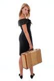 Muchacha bastante adolescente con la maleta vieja Imagenes de archivo