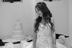 Muchacha bastante adolescente del cumpleaños del quinceanera que celebra en el partido del rosa del vestido de la princesa, celeb Fotos de archivo libres de regalías