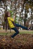 Muchacha bastante adolescente en un oscilación Foto de archivo