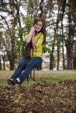 Muchacha bastante adolescente en un oscilación Fotos de archivo libres de regalías