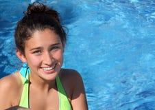 Muchacha bastante adolescente en una piscina Imágenes de archivo libres de regalías
