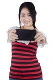 Muchacha bastante china que toma la imagen del selfie Foto de archivo libre de regalías