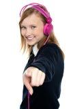 Muchacha bastante musical que disfruta de música Fotografía de archivo