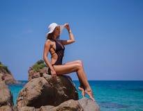 Muchacha beautyful joven en la playa Fotografía de archivo libre de regalías