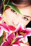 Muchacha \ 'beso de s Imagen de archivo