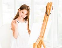 Muchacha bonita con el cepillo a disposición Imagen de archivo libre de regalías
