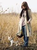 Muchacha bonita con el gato Fotografía de archivo libre de regalías