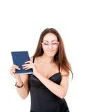 Muchacha bonita con el libro en vidrios y ojos cerrados Imagen de archivo
