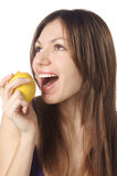 Muchacha bonita con el limón Fotografía de archivo libre de regalías