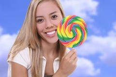 Muchacha bonita con el Lollipop Foto de archivo libre de regalías