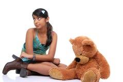 Muchacha bonita con el oso de peluche Fotos de archivo libres de regalías