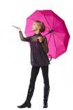 Muchacha bonita con el paraguas rosado Foto de archivo
