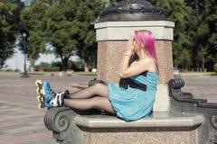 Muchacha bonita con el pelo rosado Imagen de archivo