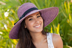 Muchacha bonita con el sombrero de lujo Imágenes de archivo libres de regalías