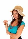 Muchacha bonita con el sombrero de paja Imagenes de archivo