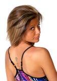 Muchacha bonita con el tatuaje sobre blanco Foto de archivo