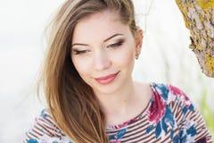 Muchacha bonita con maquillaje agradable Imagenes de archivo
