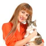 Muchacha bonita con un gato. Fotos de archivo libres de regalías